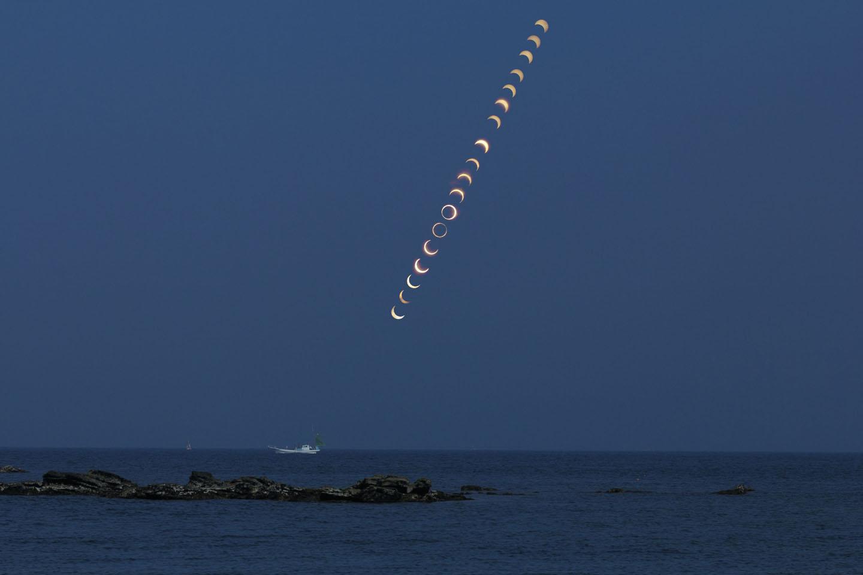 海と金環日蝕